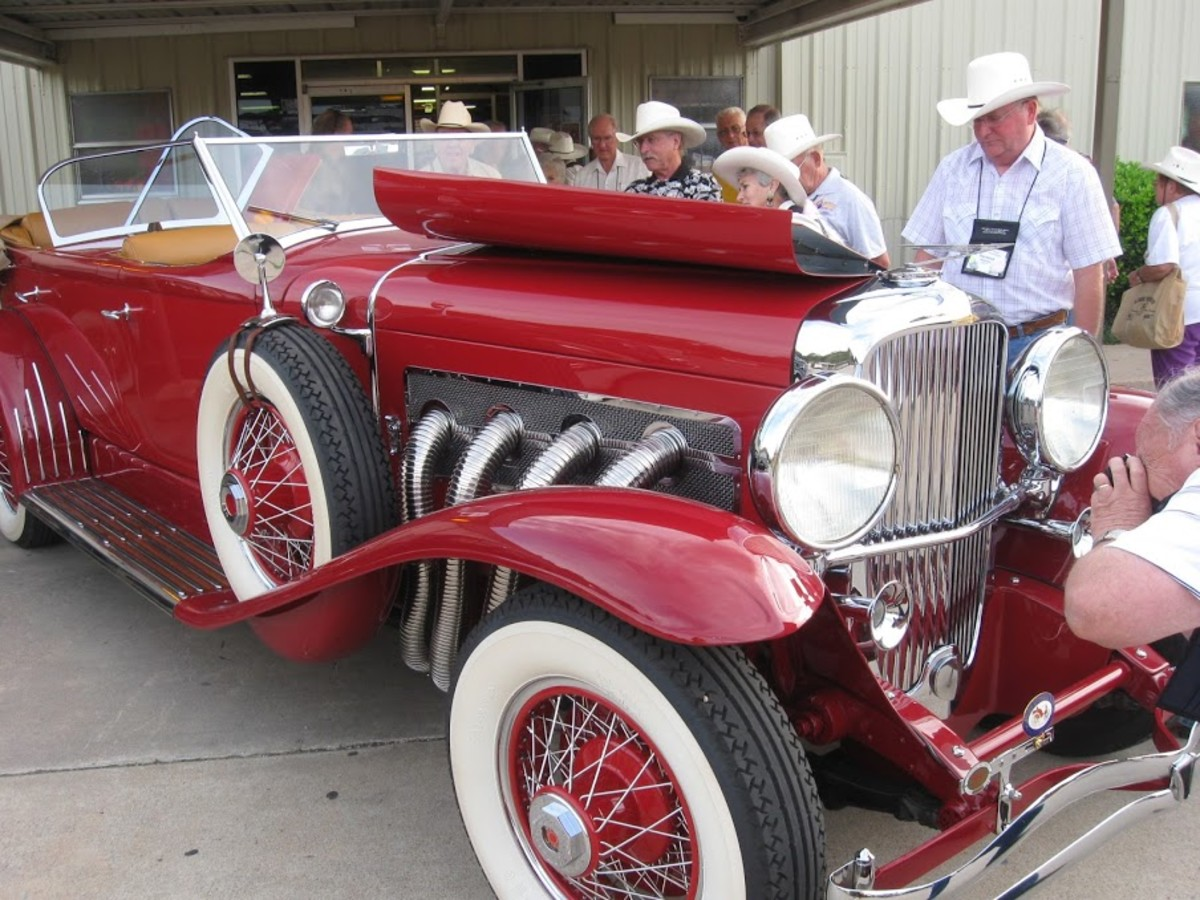 Anything pre-war can show up on a AAA Glidden Tour. And a crowd of car nuts is bound to show up and check out each car. (Photo courtesy Veteran Motor Car Club of America)