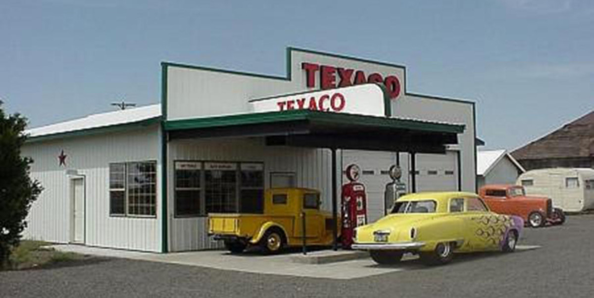 One of Rob's customers wanted his steel-framed building to look like an old Texaco filling station. Webb did a real nice job on this concept.