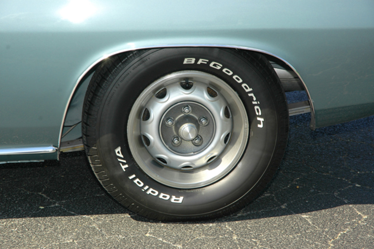 Rallye wheels fit the muscular styling of the '71 'Cuda