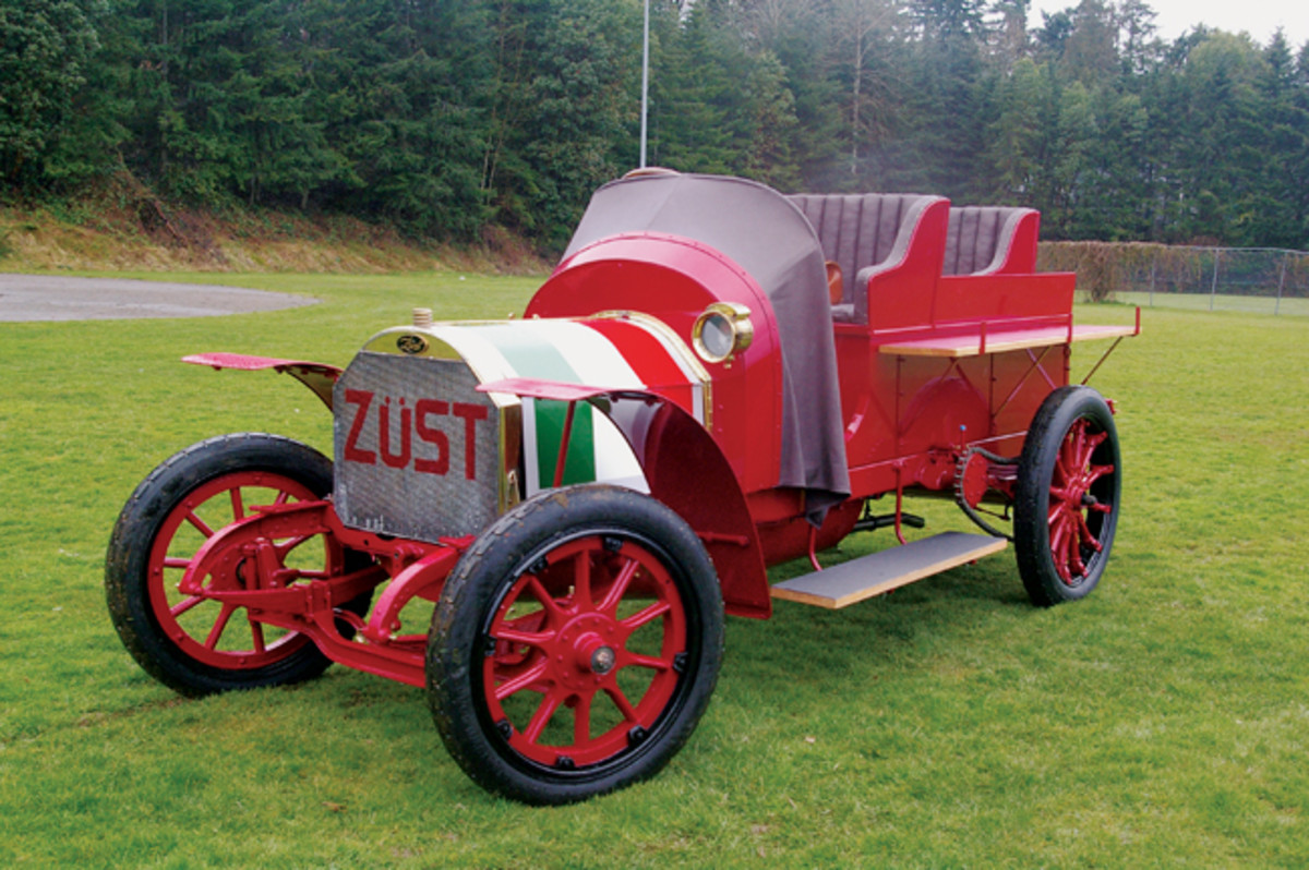 Using original photographs, the Italian Zust was restored to how it appeared during the 1908 Great Race. Even the colors of the Italian flag were added to the hood.