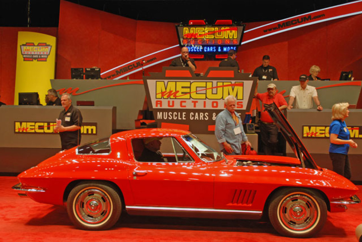 This sharp 1967 Corvette coupe was fitted with 327 V8 with 300 HP, Powerglide and factory air conditioning, hammered sold at $65,000.
