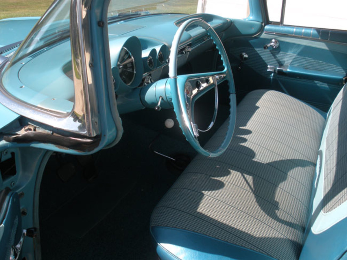 1960-Impala-interior