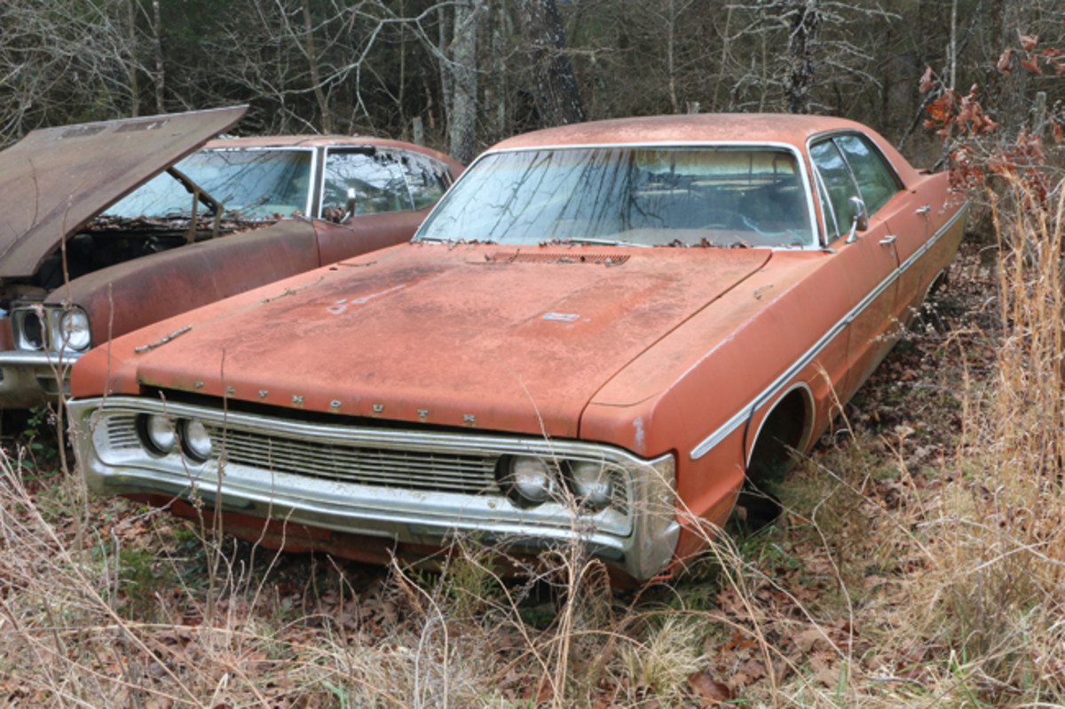 This 1970 Plymouth Fury four-door hardtop has factory air conditioning and still has its 318-cid V-8 engine.