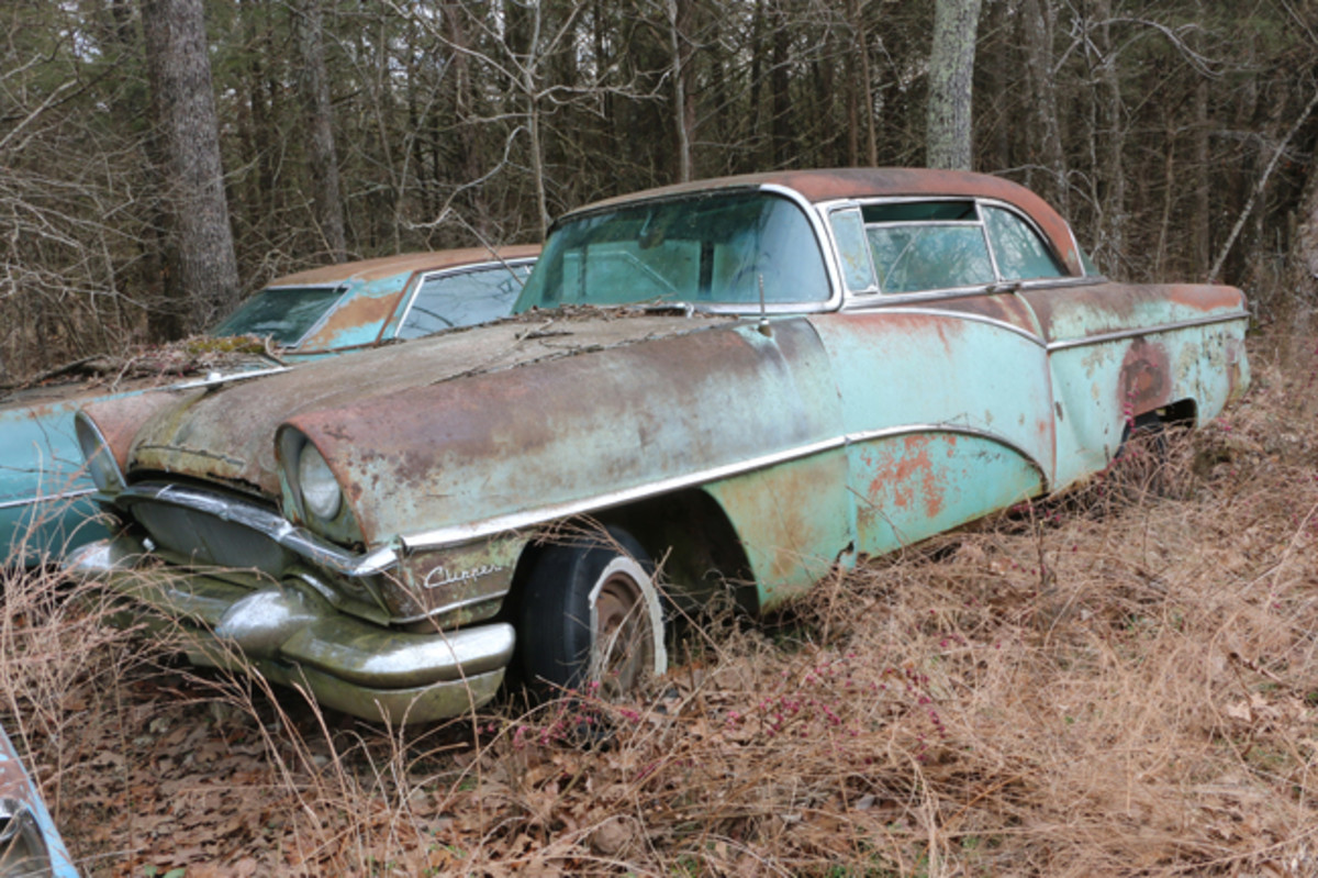It seems that Packards are disappearing from salvage yards at high rate. So, if you have a '55, this Clipper Super hardtop would make a great parts car. It still has its engine, but it also has rust issues.