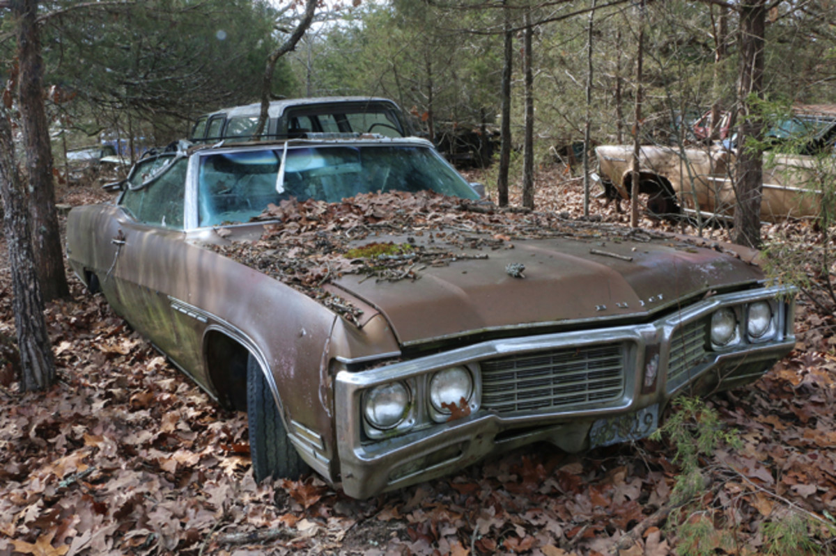 Jackson related that he had sold this '70 Buick Electra 225 convertible over 30 years ago to a gentleman from St. Louis. He gave the buyer the title and hasn't seen him since. Since the buyer doesn't seem to want the car, it is for sale again.