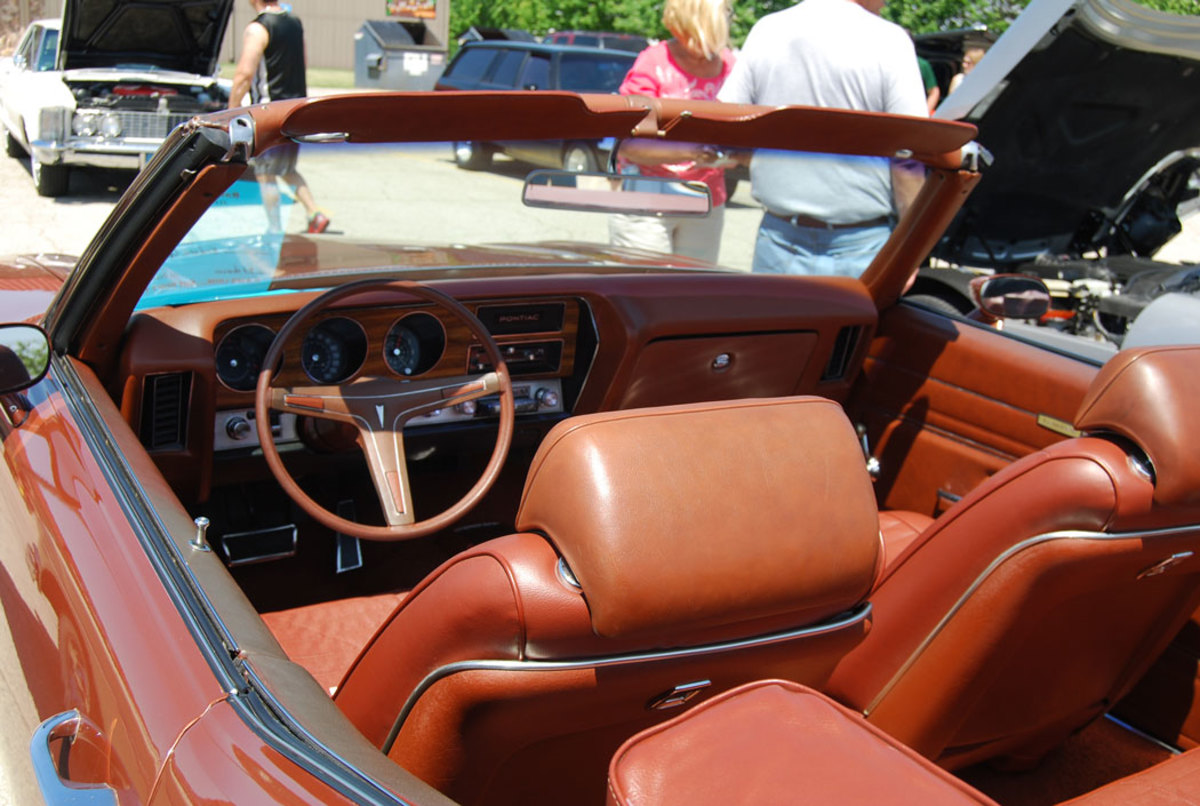 Front bucket seats were a no-cost option in the LeMans Sport models.