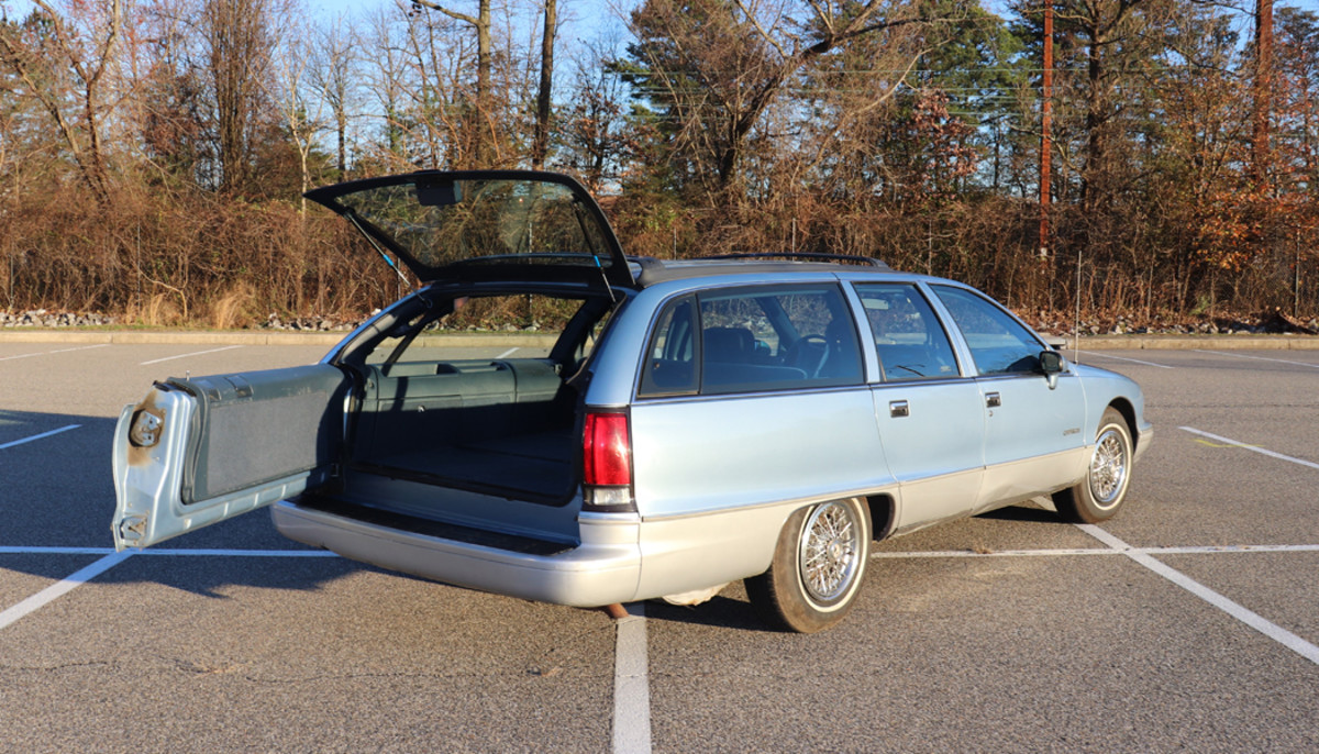 A neat trick of the 1991-1996 General Motors B-Body wagon is the three-position rear tailgate.