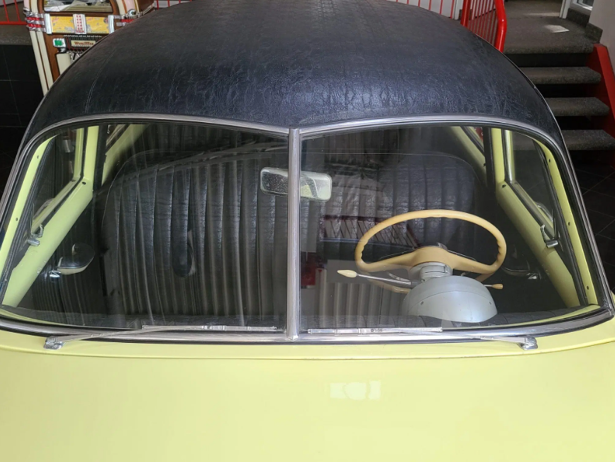 This 1951 Kaiser Deluxe sedan features Golden Dragon 8