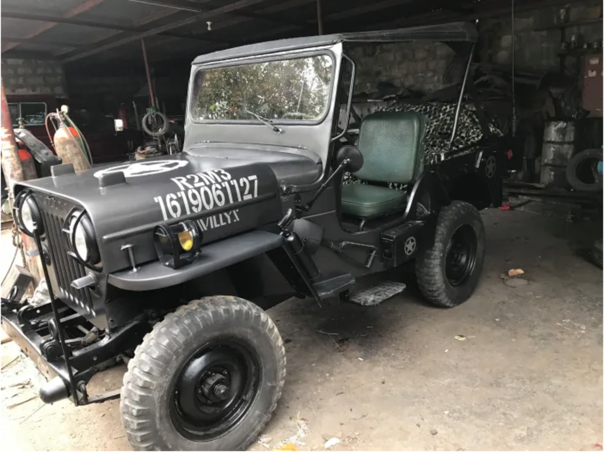 In addition to the M38, Willys built M606s (a militarized version of the CJ3B).