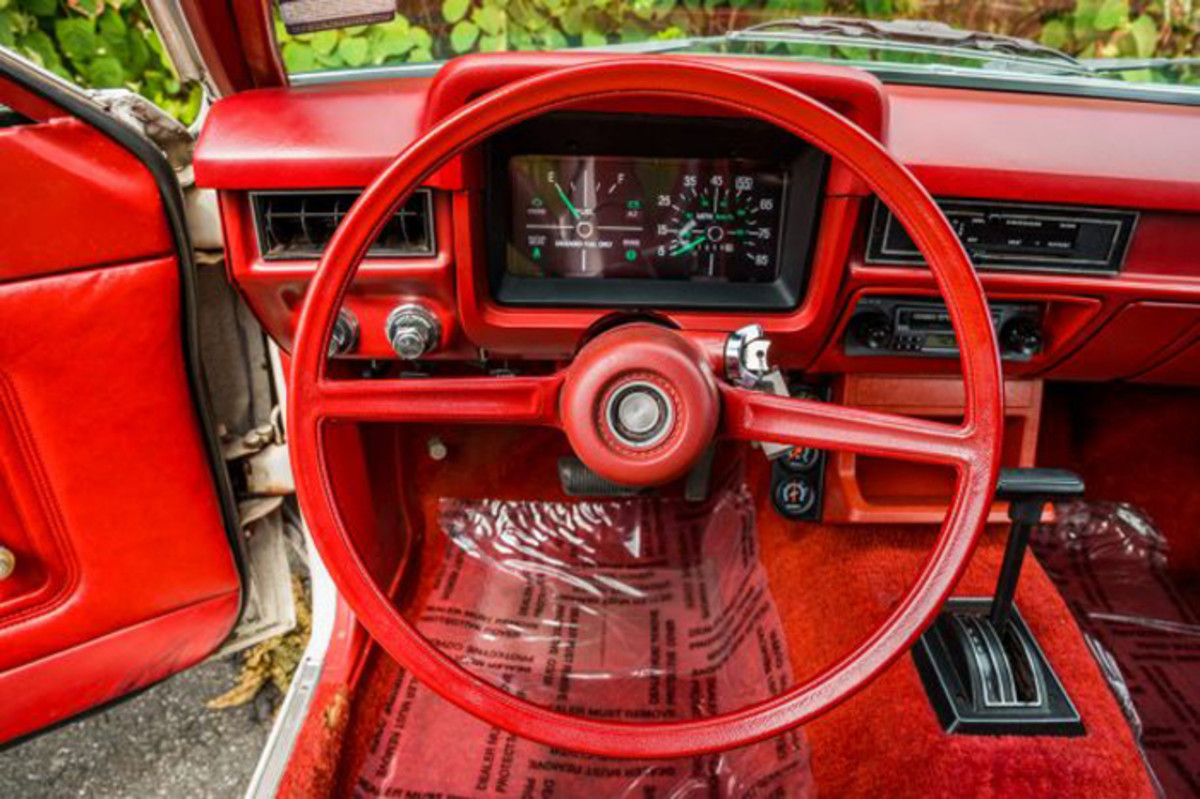 In its last two seasons, the Pinto saw its instrument cluster update a bit with a rectangular pod housing the gauges and warning lights in front of the driver.