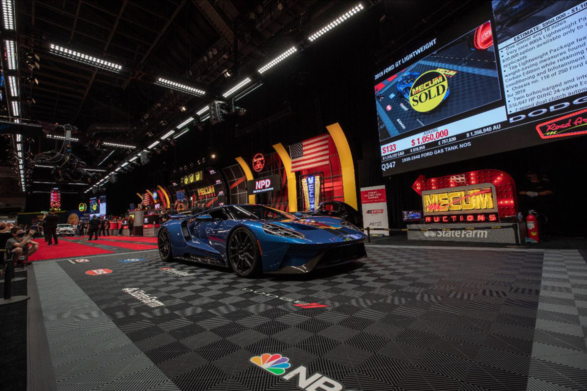 2019 Ford GT Lightweight sold at $1,100,000