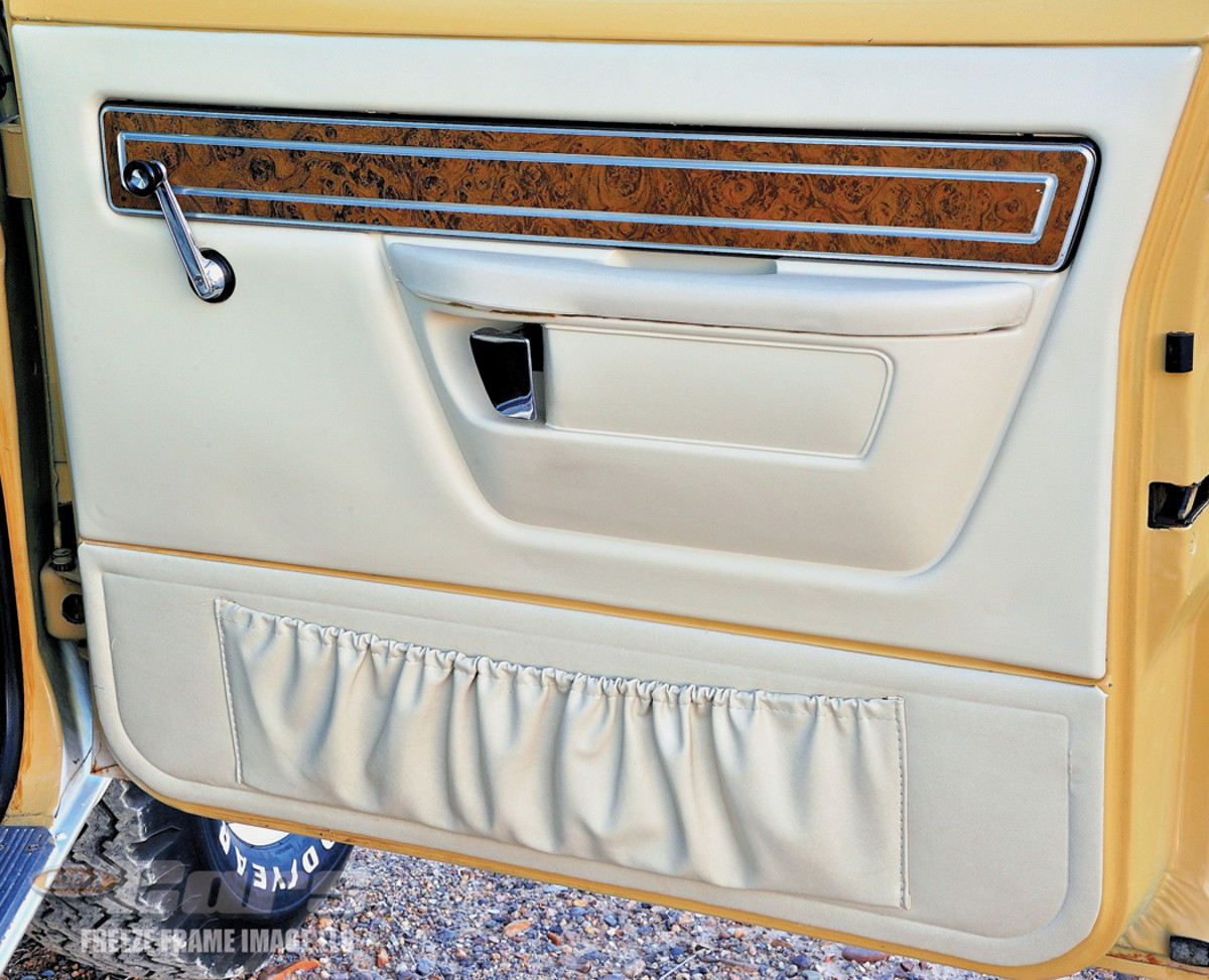 Woodgrain and convenient pouches found on the door panels