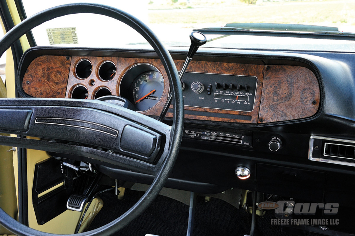 Woodgrain trim on instrument panel matches the exterior trim moldings on the Plymouth Trail Duster Sport.
