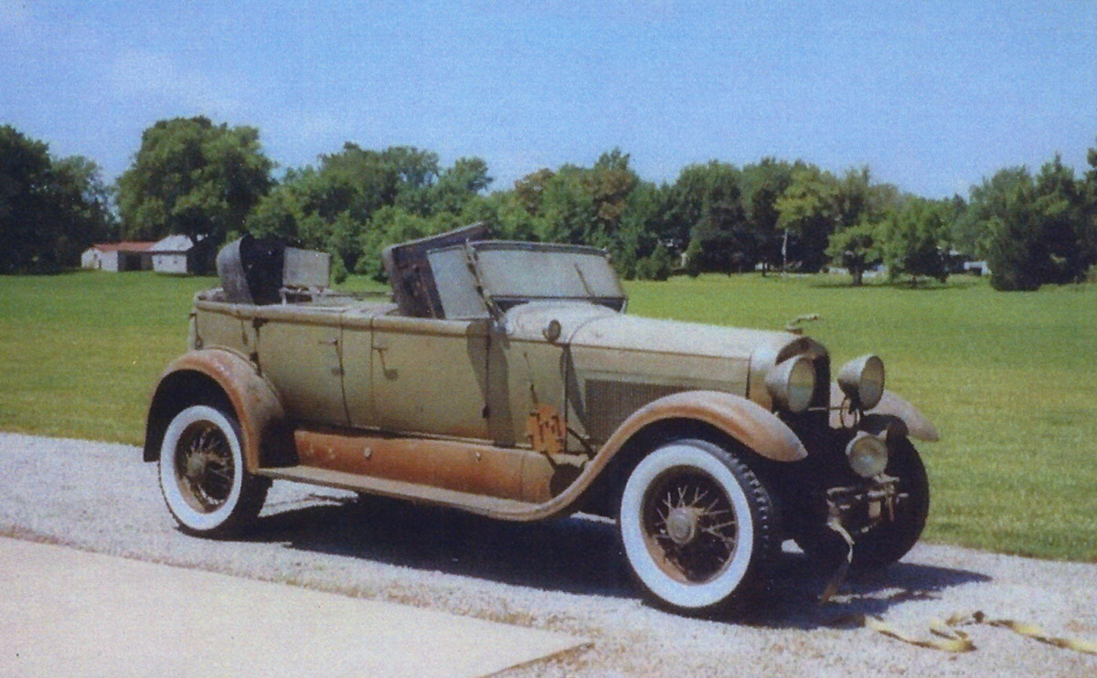 The Lincoln's aluminum body and steel fenders were originally blue and black, respectively, but the car appears to have been hastily repainted 1930s Cadillac colors of light olive green and an orange-gold.