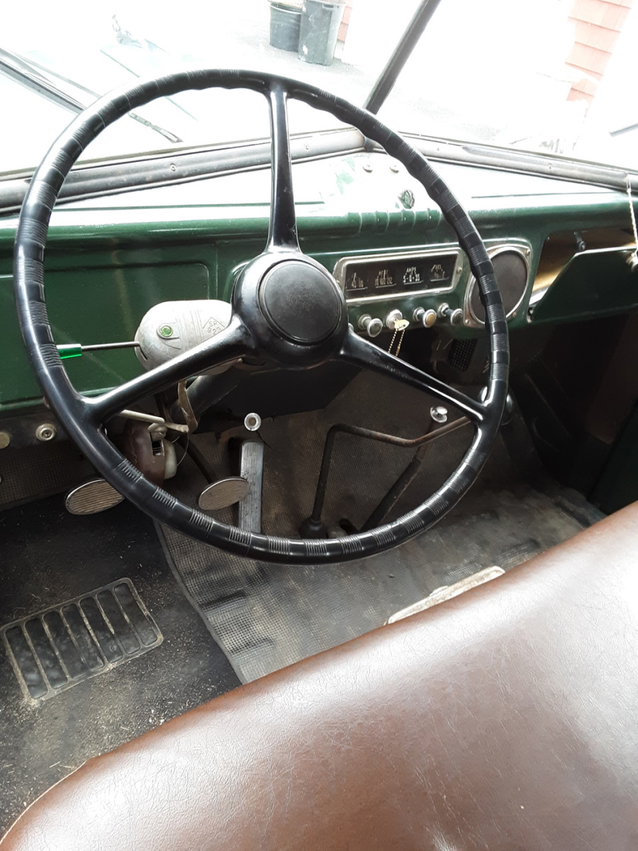 """The gear shift and emergency brake are centrally floor-mounted. The turn signal unit is aftermarket. Although Dodge touted the tall roof of its truck's """"Pilot House"""" cab, its visibility is not all that the name infers."""