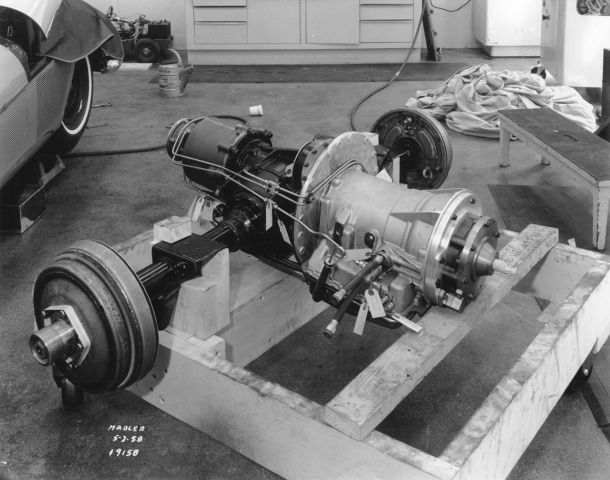 A rear-mounted transmission was installed in the one-off F-88-III. Originally, the transmission was an experimental unit made by GM's Detroit Transmission Division. It was soon replaced with a Hydra-Matic. Later, a Corvette 4-speed was installed.