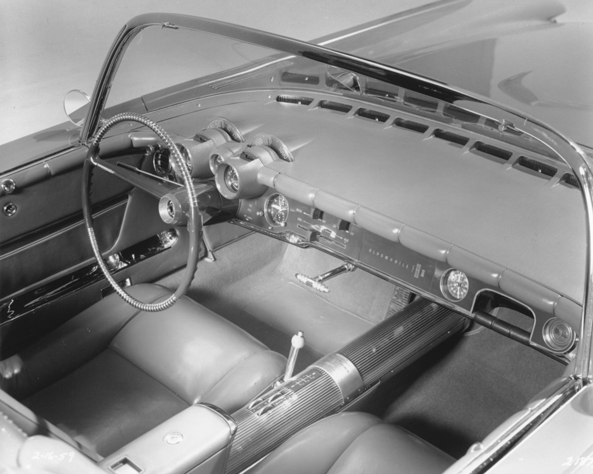 Virtually every instrument anyone could need was installed on the F-88-III. Gauges kept Harley Earl well-informed of oil pressure, fuel level, amps, coolant temperature, vacuum, and outside temperature. Even a USAF 8-day clock was provided.