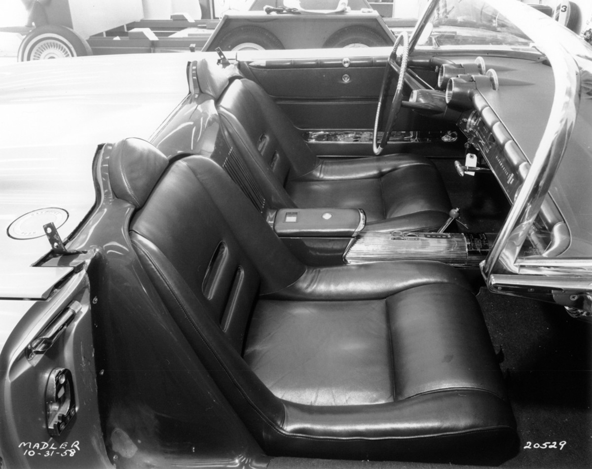 Ventilated bucket seats and chromed driveshaft tunnel were part of the package of the F-88-III. Note headrests. The interior color matched the bright red exterior.