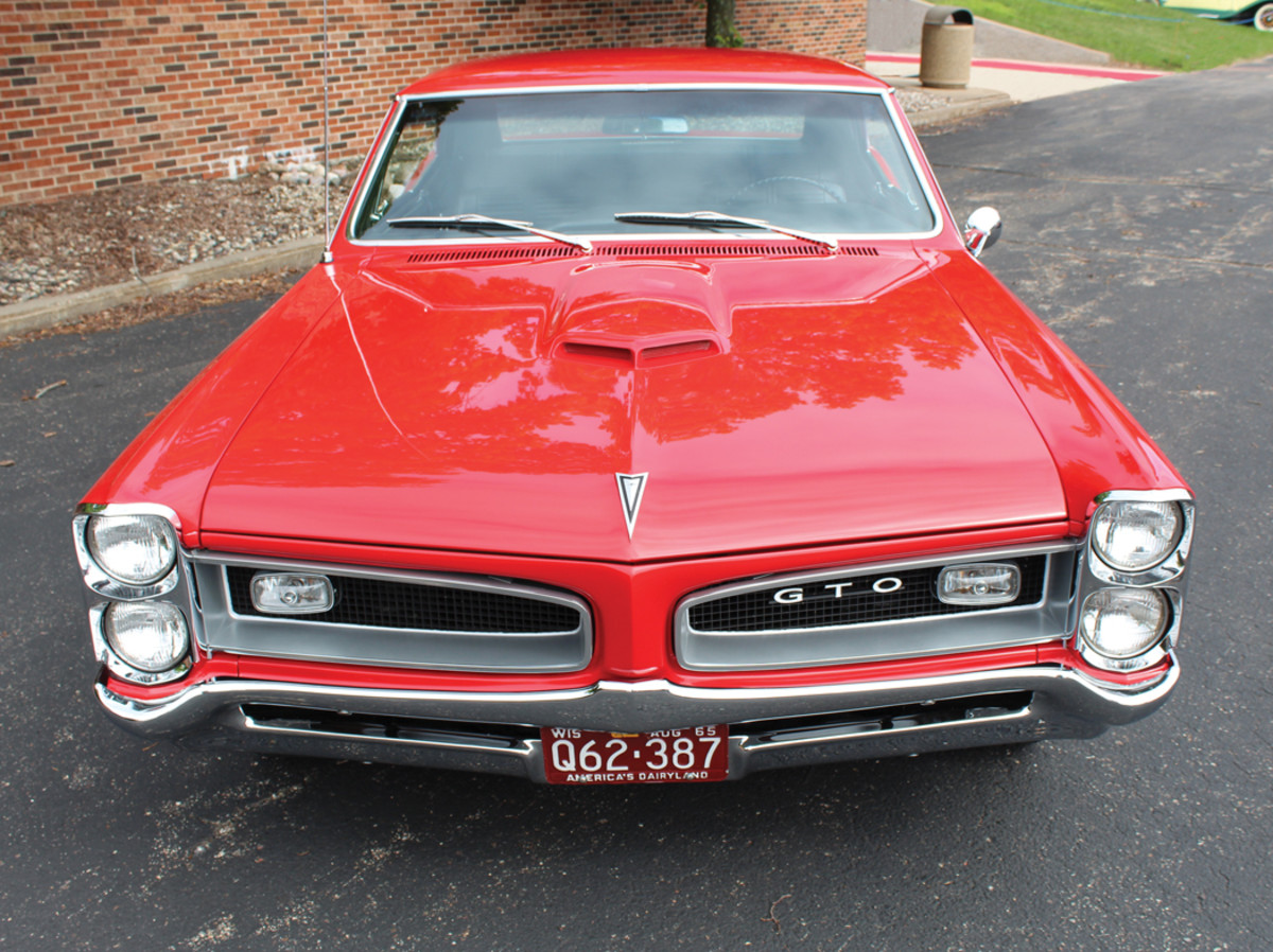 A good look at the iconic GTO recessed split grille.