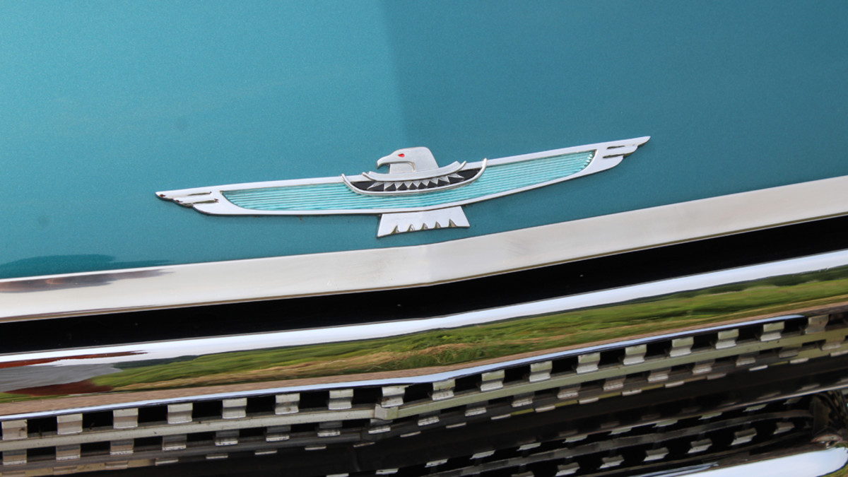 The Thunderbird emblem takes center stage onthe downward sloping hood.